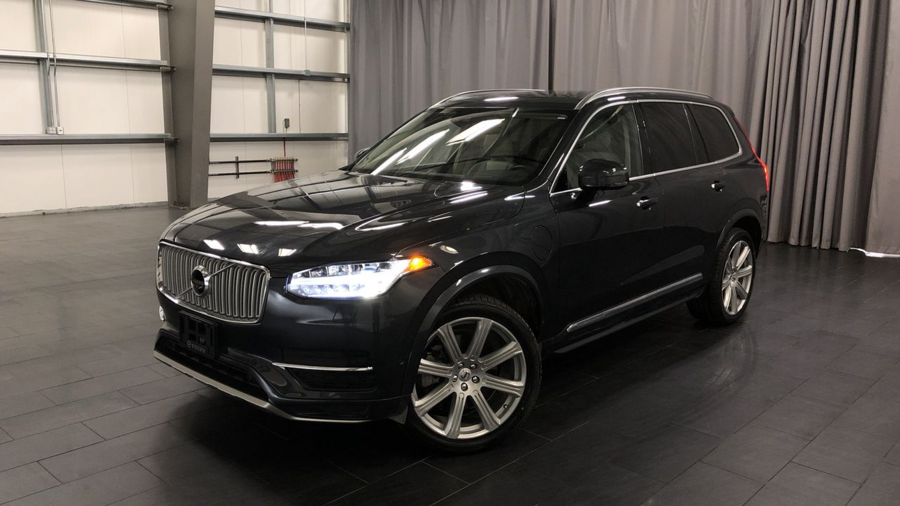 Certified Pre-Owned 2017 Volvo XC90 T8 Inscription *Includes Extended Warranty*